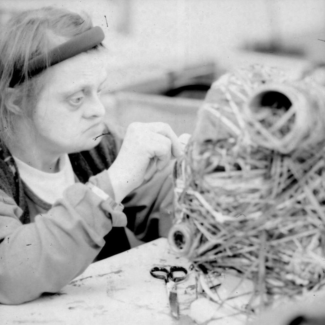 <p>Judith Scott working at Creative Growth Art Center, 1999. (Photos: © Leon Borensztein)</p>