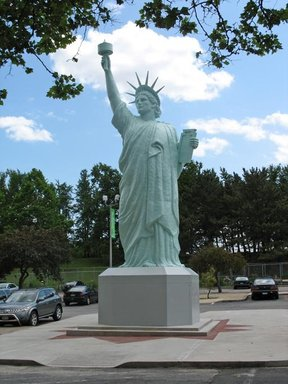Replica of the Statue of Liberty, June 6, 2006 (Image: .  photograph, )