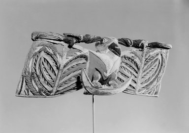 Horizontal Frieze, 19th century. Wood, Turbo petholatus opercula, pigment, 9 x 25 1/2 x 5 1/2 in. (22.9 x 64.8 x 14 cm). Brooklyn Museum, Brooklyn Museum Collection, 01.1508. Creative Commons-BY
