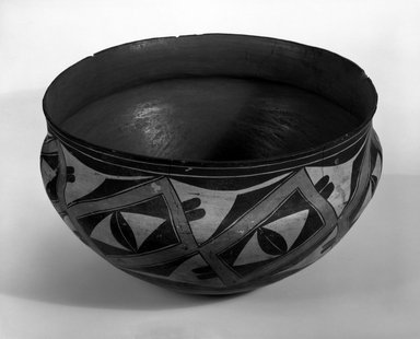 Haak'u (Acoma Pueblo) (Native American). Bowl, 1868-1900. Clay, pigment, 8 x 13 3/4 in (20.5 x 35 cm). Brooklyn Museum, By exchange, 01.1535.2179. Creative Commons-BY