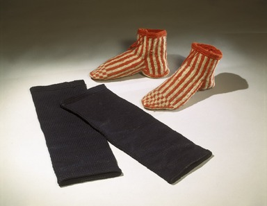 She-we-na (Zuni Pueblo) (Native American). Pair of Socks (Tu-mok-kwa-wai), 19th century. Wool, 9 x 5 in. (22.9 x 12.7 cm). Brooklyn Museum, Museum Expedition 1903, Museum Collection Fund, 03.325.3366a-b. Creative Commons-BY
