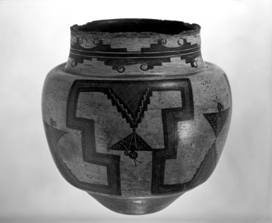 She-we-na (Zuni Pueblo) (Native American). Water Jar, 1825-1850. Clay, pigment, 12 3/4 x 12 3/4 in. (31.5 x 33.5 cm). Brooklyn Museum, Museum Expedition 1903, Museum Collection Fund, 03.325.4723. Creative Commons-BY