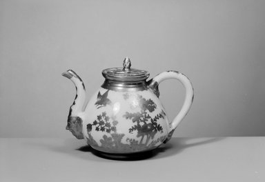 Teapot, 18th century. Decorated porcelain, 4 5/8 x 2 3/16 (of lip) in. (11.7 x 5.6 cm). Brooklyn Museum, Gift of Reverend Alfred Duane Pell, 03.328.104. Creative Commons-BY