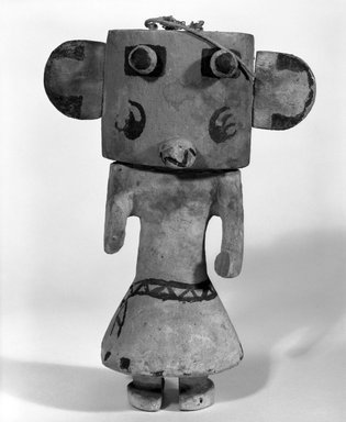 Hopi Pueblo (Native American). Kachina Doll (Hon [Bear]), late 19th century. Wood, pigment, string, 5 5/8 x 3 1/16 x 8 3/16in. (14.3 x 7.8 x 20.8cm). Brooklyn Museum, Museum Expedition 1904, Museum Collection Fund, 04.297.5542. Creative Commons-BY