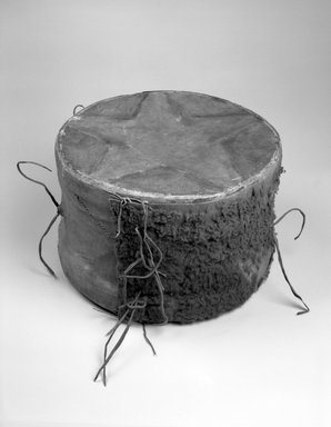 Hochunk (Native American). Buffalo Drum, 19th century. Buffalo hide, rawhide, pigment, fur, 23 1/2 x 15 x 15 in. (59.7 x 38.1 x 38.1 cm). Brooklyn Museum, Museum Expedition 1904, Museum Collection Fund, 04.297.6952. Creative Commons-BY
