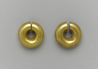 Two Earrings, ca. 1539-1292 B.C.E. Gold, a: 13/16 x Diam. 15/16 in. (2 x 2.4 cm). Brooklyn Museum, Charles Edwin Wilbour Fund, 05.382a-b. Creative Commons-BY