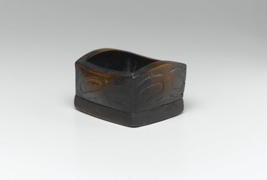 Haida (Native American). Bent-corner Box with Hawk Design (Kitle), late 19th century. Wood, 2 1/4 x 4 x 3 1/2 in. (5.7 x 10.2 x 8.9 cm). Brooklyn Museum, Museum Expedition 1905, Museum Collection Fund, 05.588.7317. Creative Commons-BY
