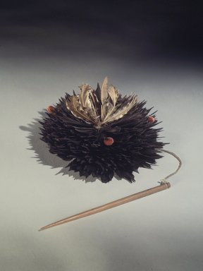 Pomo (Native American). Headdress, 19th century. Flicker feathers, cotton string, plant fibers, wool, wood pin, 5 x 8 1/4 in. (12.7 x 21 cm). Brooklyn Museum, Museum Expedition 1906, Museum Collection Fund, 06.331.8027d. Creative Commons-BY