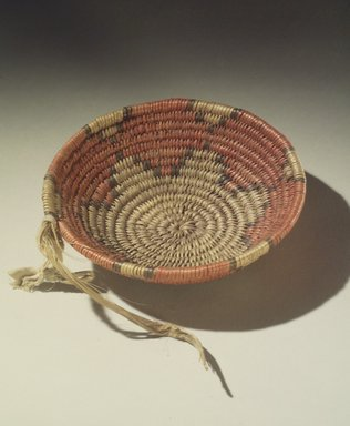Walatowa (Jemez Pueblo) (Native American). Unfinished Basket, ca. 1907. Plant fibers, dyes, 1 1/2 x 5 in. (3.8 x 12.7 cm). Brooklyn Museum, Museum Expedition 1907, Museum Collection Fund, 07.467.8229. Creative Commons-BY