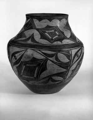 Zia Pueblo (Native American). Water Jar, (gul-bash), late 19th-early 20th century. Ceramic, pigment, 11 x 10 3/4in. (27.9 x 27.3cm). Brooklyn Museum, Museum Expedition 1907, Museum Collection Fund, 07.467.8283. Creative Commons-BY