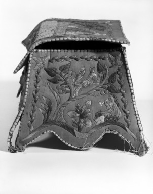 Huron (Native American). Rectangular Box with Cover, early 20th century. Birch bark, porcupine quill, 3 15/16 x 4 1/2 x 7 7/8 in.  (10.0 x 11.5 x 20.0 cm). Brooklyn Museum, Brooklyn Museum Collection, 08.427a-b. Creative Commons-BY