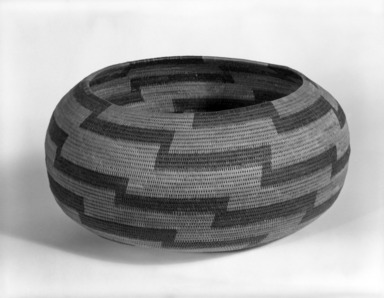 Elsie Lake (Pomo, Native American). Coiled Globular Basket. Willow, sedge root, redbud bark, 4 1/2 x 9 1/4 or (11.0 23.5 cm). Brooklyn Museum, Museum Expedition 1908, Museum Collection Fund, 08.491.8639. Creative Commons-BY