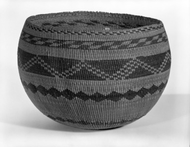 Pomo (Native American). Twined Mush Basket. Willow, sedge root?, redbud bark, 6 1/4 x 9 in. or (19.5 x 17.0 x 16.0 cm). Brooklyn Museum, Museum Expedition 1908, Museum Collection Fund, 08.491.8640. Creative Commons-BY
