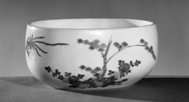 Kakiemon Bowl, early 18th century. Porcelain, 3 7/16 x 5 15/16 x 7 9/16 in. (8.7 x 15.1 x 19.2 cm). Brooklyn Museum, Gift of Carll H. de Silver, 11.693. Creative Commons-BY
