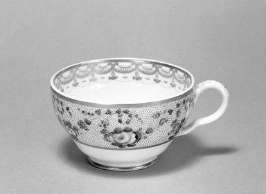 Derby Porcelain Factory (1750-present). Cup, ca. 1825. Porcelain, 2 1/8 x 3 5/8 in. (5.4 x 9.2 cm). Brooklyn Museum, Gift of Reverend Alfred Duane Pell, 13.1076.15. Creative Commons-BY