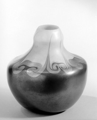 Tiffany Studios (1902-1932). Vase, ca. 1900. Opalescent glass, 7 x 6 7/8 x 6 7/8 in. (17.8 x 17.5 x 17.5 cm). Brooklyn Museum, Gift of Charles W. Gould, 14.739.17. Creative Commons-BY