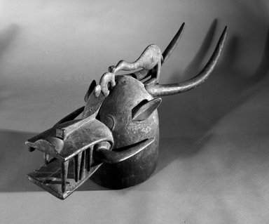 """Senufo. """"Firespitter"""" Helmet Mask (Kponyugo), late 19th or early 20th century. Wood, 14 x 36 1/2 x 11 in. (35.6 x 92.7 x 27.9 cm). Brooklyn Museum, Gift of Eugene and Harriet Becker, 1990.220. Creative Commons-BY"""