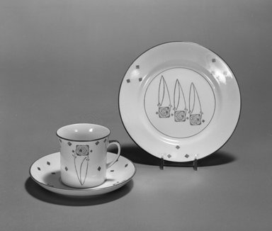 George Logan (Scottish, active 1900-1914). Dessert Plate, ca. 1903. Porcelain with transfer-printed decoration, height: 13/16 in. (2.1 cm). Brooklyn Museum, Designated Purchase Fund, 1991.201.2. Creative Commons-BY