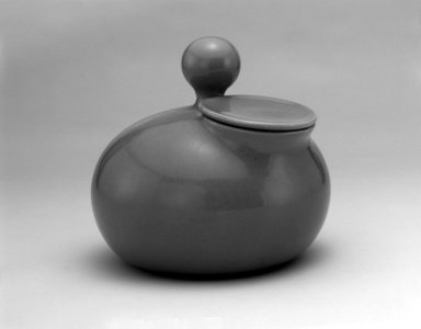 Eva Zeisel (American, born Hungary, 1906-2011). Bean Pot with Lid, Town and Country Dinner Service, Designed ca. 1945; Manufactured ca. 1946. Glazed earthenware, 8 1/4 x 9 1/4 x 9 in. (21 x 23.5 x 22.9 cm). Brooklyn Museum, Gift of Paul F. Walter, 1991.261.3a-b. Creative Commons-BY