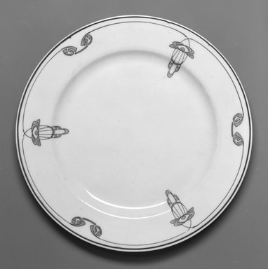 Onondaga Pottery Company (1871-1966). Plate, 1913. Porcelain, 3/4 x 8 x 8 in. (1.9 x 20.3 x 20.3 cm). Brooklyn Museum, Gift of Joseph V. Garry, 1992.156.1. Creative Commons-BY