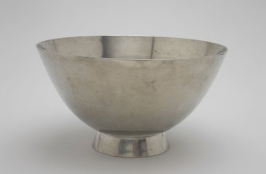 Marion Anderson Noyes (American, 1907-2002). Centerpiece Bowl, 20th century. Pewter, 4 5/8 x 8 3/8 x 8 3/8 x 8 3/8 in. (11.7 x 21.3 x 21.3 x 21.3 cm). Brooklyn Museum, Gift of Marion Anderson Noyes, 1992.40.49. Creative Commons-BY