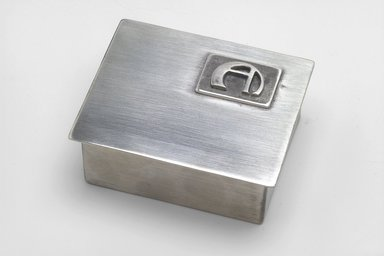 Marion Anderson Noyes (American, 1907-2002). Cigarette Box with Cover, 20th century. Pewter, 1 5/8 x 4 x 3 1/4 in. (4.1 x 10.2 x 8.3 cm). Brooklyn Museum, Gift of Marion Anderson Noyes, 1992.40.5a-b. Creative Commons-BY