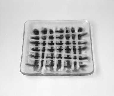 Earl McCutchen. Plate, ca. 1955. Glass, 7/8 x 7 1/8 x 7 1/8 in. (2.2 x 18.1 x 18.1 cm). Brooklyn Museum, Gift of Mark Isaacson, 1992.92.30. Creative Commons-BY