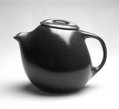 Ben Seibel (American, 1918-1985). Teapot from Raymor Modern Stoneware line, ca. 1952. Glazed earthenware, 7 x 10 x 6 in. (17.8 x 25.4 x 15.2 cm). Brooklyn Museum, Gift of Rosemarie Haag Bletter and Martin Filler, 1994.112.1a-b. Creative Commons-BY
