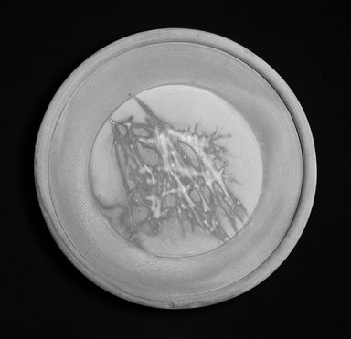 Jeff Shapiro (American, born 1949). Platter, ca.1992. Stoneware, height: 2 1/2 in.  (6.4 cm). Brooklyn Museum, Gift of Joan B. Mirviss, 1995.193. Creative Commons-BY