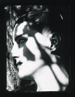 Harry Callahan (American, 1912-1999). Untitled (Eleanor), ca. 1941. Gelatin silver photograph, image: 4 1/2 x 3 1/2 in. (11.4 x 8.9 cm). Brooklyn Museum, Purchased with funds given by the Horace W. Goldsmith Foundation, Ardian Gill, the Coler Foundation, Harry Kahn, and Mrs. Carl L. Selden, 1995.76.2. © The Estate of Harry Callahan, Courtesy Pace/MacGill Gallery, New York
