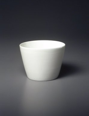 Soba Cup, Arita Ware, ca. 18th century. Ceramic, porcelain, 2 5/8 x 3 9/16 in. (6.7 x 9 cm). Brooklyn Museum, Gift of  Natalie and Greg Fitz-Gerald, 1996.1.1. Creative Commons-BY