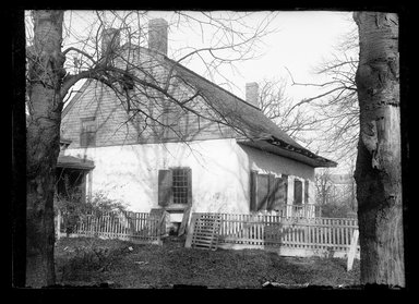 Daniel Berry Austin (American, born 1863, active 1899-1909). Jan Martense Schenck House, Gable End, ca. 1899-1909. Gelatin silver glass dry plate negative Brooklyn Museum, Brooklyn Museum/Brooklyn Public Library, Brooklyn Collection, 1996.164.1-1111