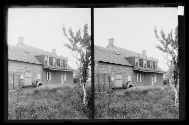 Daniel Berry Austin (American, born 1863, active 1899-1909). Bergen House, Back, Rear View, Bergen Beach, Flatlands, Brooklyn, ca. 1899-1909. Gelatin silver glass dry plate negative Brooklyn Museum, Brooklyn Museum/Brooklyn Public Library, Brooklyn Collection, 1996.164.1-95