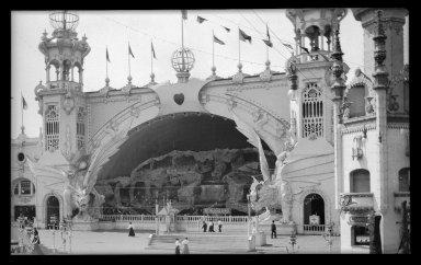 Eugene Wemlinger. Luna Park, Coney Island, 1906. Cellulose nitrate negative, 5 3/4 x 3 1/2 in. (14.6 x 8.9 cm). Brooklyn Museum, Brooklyn Museum/Brooklyn Public Library, Brooklyn Collection, 1996.164.10-18