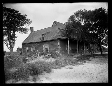 Dr. George S. Ogden. Schenck House, North Side, July 1914. Gelatin silver glass dry plate negative Brooklyn Museum, Brooklyn Museum/Brooklyn Public Library, Brooklyn Collection, 1996.164.6-11