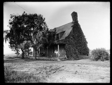 Dr. George S. Ogden. Schenck House, South Side, July 1914. Gelatin silver glass dry plate negative Brooklyn Museum, Brooklyn Museum/Brooklyn Public Library, Brooklyn Collection, 1996.164.6-12