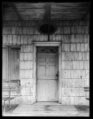 Dr. George S. Ogden. Schenck House, Doorway, August 5, 1914. Gelatin silver glass dry plate negative Brooklyn Museum, Brooklyn Museum/Brooklyn Public Library, Brooklyn Collection, 1996.164.6-53