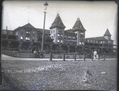 Edgar S. Thomson (American, active 1890s-1900s). Brighton Beach Hotel, 1896. Gelatin dry glass plate negative, 4 x 5 in. (10.2 x 12.7 cm). Brooklyn Museum, Brooklyn Museum/Brooklyn Public Library, Brooklyn Collection, 1996.164.7-72