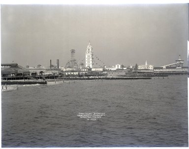 Irving Underhill (American, 1872-1960). Coney Island Waterfront, 1906. Gelatin dry glass plate negative, 8 x 10 in. (20.3 x 25.4 cm). Brooklyn Museum, Brooklyn Museum/Brooklyn Public Library, Brooklyn Collection, 1996.164.8-B10222. © Estate of Irving Underhill