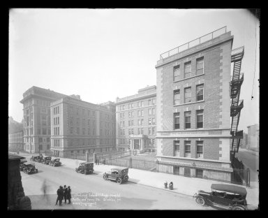 Irving Underhill (American, 1872-1960). Long Island College Hospital, Pacific and Henry Streets, Brooklyn, ca. 1896-1950. Gelatin silver glass dry plate negative Brooklyn Museum, Brooklyn Museum/Brooklyn Public Library, Brooklyn Collection, 1996.164.8-B33298