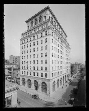 Irving Underhill (American, 1872-1960). Brooklyn Edison Building, 1924. Gelatin silver glass dry plate negative Brooklyn Museum, Brooklyn Museum/Brooklyn Public Library, Brooklyn Collection, 1996.164.8-B43861. © artist or artist's estate