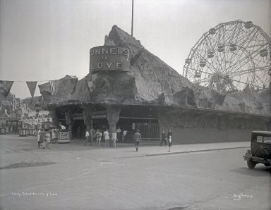 Irving Underhill (American, 1872-1960). Tunnels of Love, Coney Island, 1929. Gelatin dry glass plate negative, 8 x 10 in. (20.3 x 25.4 cm). Brooklyn Museum, Brooklyn Museum/Brooklyn Public Library, Brooklyn Collection, 1996.164.8-B55101. © Estate of Irving Underhill
