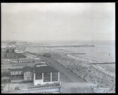 Irving Underhill (American, 1872-1960). Coney Island Beach and Boardwalk (East from Half Moon Hotel), 1930. Gelatin dry glass plate negative, 8 x 10 in. (20.3 x 25.4 cm). Brooklyn Museum, Brooklyn Museum/Brooklyn Public Library, Brooklyn Collection, 1996.164.8-B55107