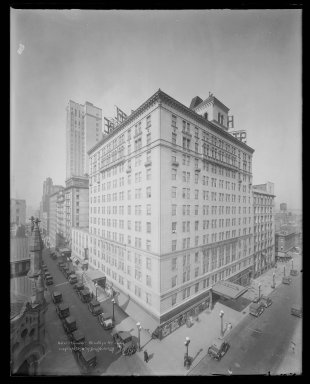 Irving Underhill (American, 1872-1960). Hotel St. George, Brooklyn, 1930. Gelatin silver glass dry plate negative Brooklyn Museum, Brooklyn Museum/Brooklyn Public Library, Brooklyn Collection, 1996.164.8-C20266 (145). © Estate of Irving Underhill