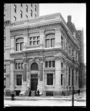 Irving Underhill (American, 1872-1960). Dime Savings Bank, Court and Remsen Streets, Brooklyn, ca. 1896-1950. Gelatin silver glass dry plate negative Brooklyn Museum, Brooklyn Museum/Brooklyn Public Library, Brooklyn Collection, 1996.164.8-C848 (92)