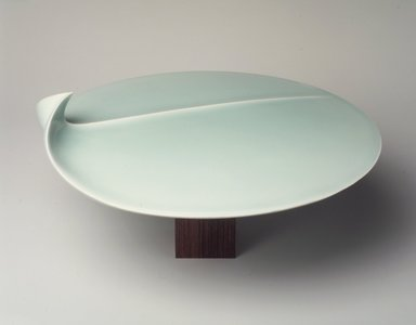 Fukami Sueharu (Japanese, born 1947). Seascape II, 1996?. Porcelain, seihakuji glaze, 5 1/4 x 10 1/8 in. (13.3 x 25.7 cm). Brooklyn Museum, Gift of Joan B. Mirviss, 1996.216. © Fukami Sueharu