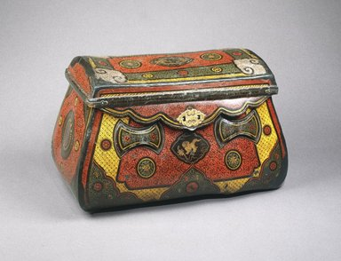 Traveling Coffer, ca. 1250-1290. Lacquer over leather, bamboo, wood, with metal mounts, 17 1/4 x 29 x 16 1/4 in. (43.8 x 73.7 x 41.3 cm). Brooklyn Museum, Gift of the Asian Art Council, 1996.68. Creative Commons-BY