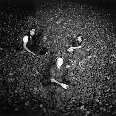 Kristin Capp (American, born 1964). Potato Harvest, Washington, from The Graven Image Series, Huttertite Work, 1994. Gelatin silver photograph, image: 13 3/4 x 13 3/4 in. (34.8 x 34.8 cm). Brooklyn Museum, Purchased with funds given by Karen B. Cohen, 1997.49.2. © Kristin Capp