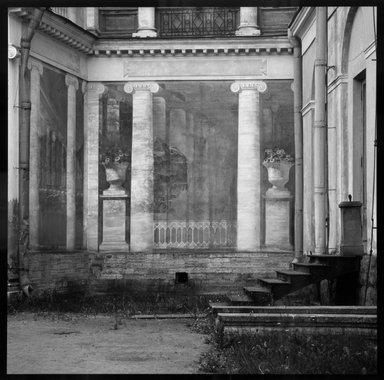 Gary Tepfer (American, born 1951). Mural at Parlousk, Russia, 1993. Cibachrome print, image: 15 1/4 x 15 1/4 in. (38.7 x 38.7 cm). Brooklyn Museum, Purchase gift of Daniel M. Berley, 1997.89.4. © Gary Tepfer