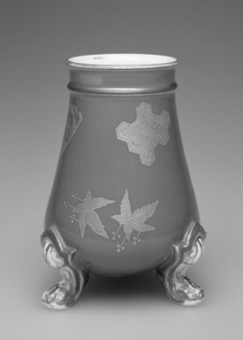 Worcester Royal Porcelain Co. (founded 1751). Vase, ca. 1876. Porcelain, 4 3/4 x 5 1/4 x 3 3/4 in.  (12.1 x 13.3 x 9.5 cm). Brooklyn Museum, Gift of Allen and Sydell Glass in memory of Phyllis Daks, 1998.93.10. Creative Commons-BY